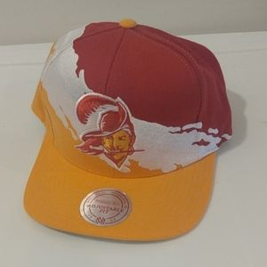 Vintage Collection BUCCANEERS Mitchell& Ness Hat